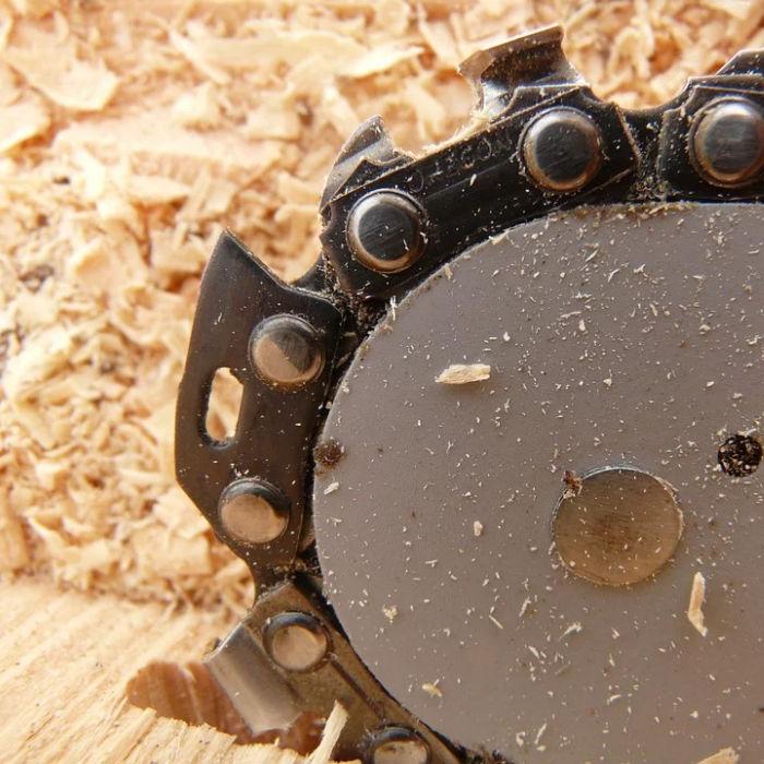 2 Sägeketten schärfen in Profiqualität vom Fachmann Automatenschärfung.